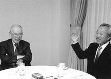 筑波大学名誉教授 村上和雄氏(左)と中東氏 ( 月刊「致知」の対談にて )